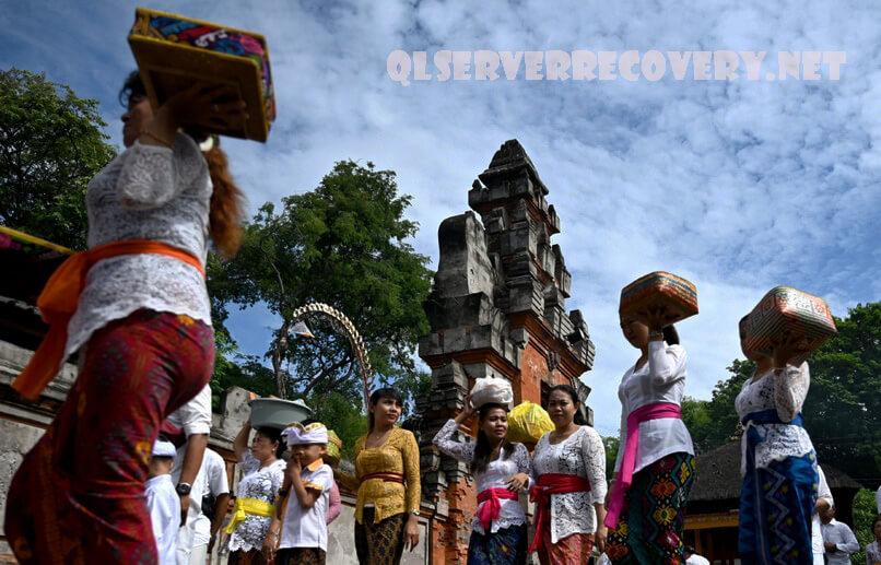 บาหลี ปิดรับนักท่องเที่ยวต่างชาติ การตัดสินใจของผู้ว่าราชการจังหวัดบาหลีถือเป็นการระเบิดครั้งล่าสุดของชาวบาหลีหลายล้านคนได้รับผลกระทบ